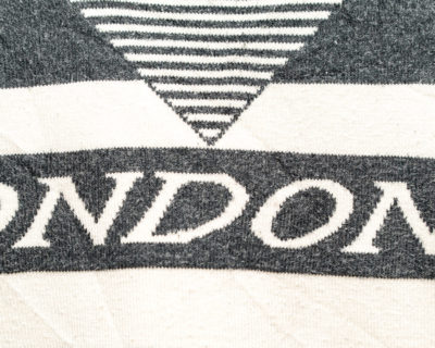 PULLOVER – LONDONER – COL ROND RAYÉ BLANC GRIS – Size M